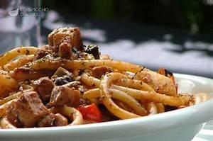 Ricetta Bucatini al ragù di pesce spada Le ricette dello spicchio d'aglio