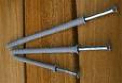 comment fixer un meuble haut de cuisine dans du placo fixer des meubles hauts de cuisine sur des murs en placo