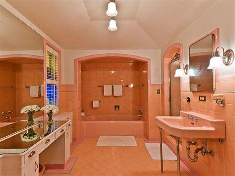 Five vintage pastel bathrooms in this lovely 1942 capsule