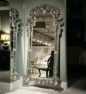Grand Miroir Chambre : le miroir baroque est un joli accent d co ~ Teatrodelosmanantiales.com Idées de Décoration
