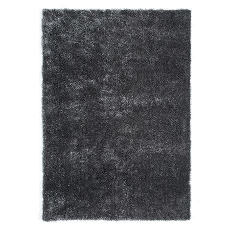 tapis 224 poils longs en tissu gris 140 x 200 cm lumiere maisons du monde
