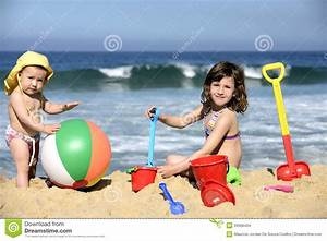 Kids Playing With Beach Toys In The Sand Stock Images ...