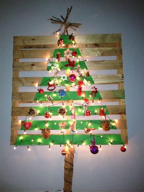 diy weihnachtsbaum aus paletten schafft froehliche stimmung