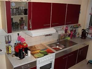 Rote Arbeitsplatte Küche : weinrote k chenzeile mit neuen modernen griffen k che besteht aus folgenden ~ Sanjose-hotels-ca.com Haus und Dekorationen