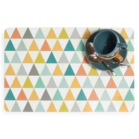 set de table motifs triangle en plastique multicolore vintage maisons du monde