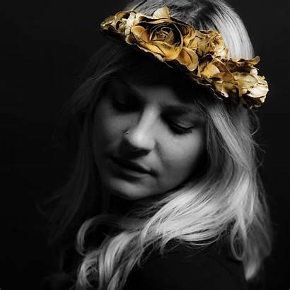 Rozes Mencel Elizabeth Roses Chainsmokers Vocalist Hits
