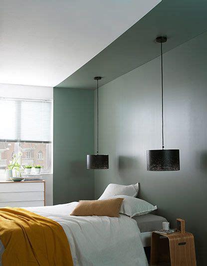 le chambre gar n murs peints lumières suspendus and chambres on