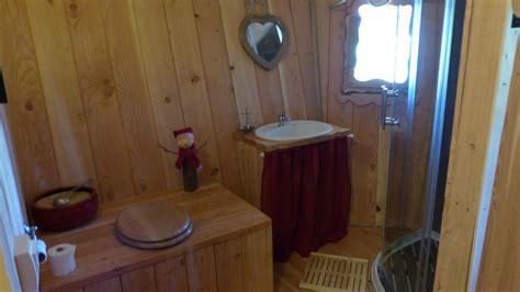 cachee dans les toilette 28 images quand les toilettes