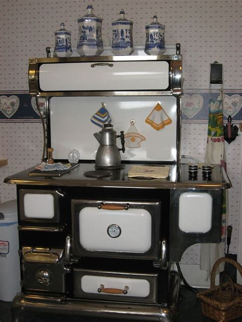 hulda klager house    stove antique stove