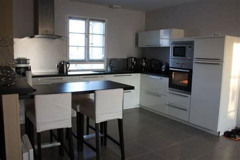 couleur murs cuisine avec meubles blancs couleur mur cuisine avec meuble blanc 13 messages