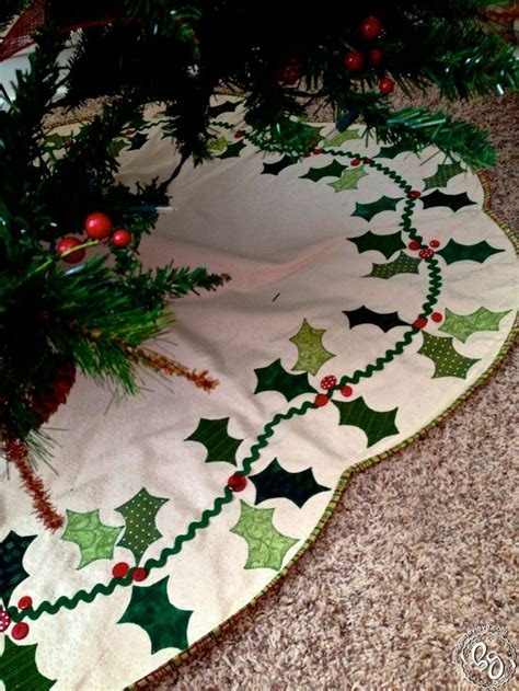 how big of a tree skirt do i need scalloped berry tree skirt trees berries and skirts