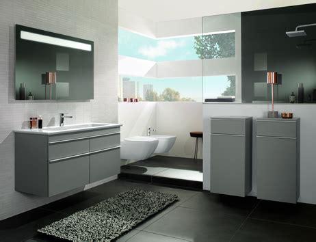 salle de bain villeroy bad mit dachschr 228 ge raum clever nutzen villeroy boch