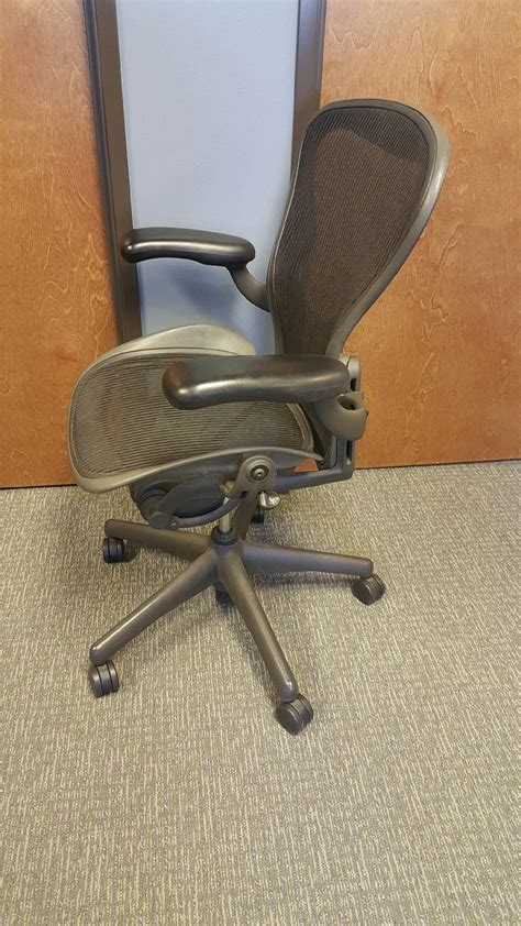 secondhand herman miller aeron chairs size b