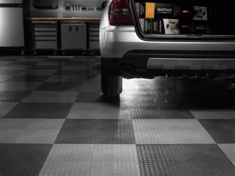 gladiator garageworks gaft24tttb black floor tile 24 pack floor parking mats automotive parts