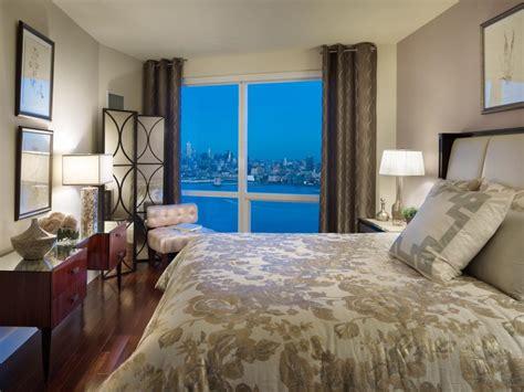 stylish ways  decorate  mirrors   bedroom hgtv