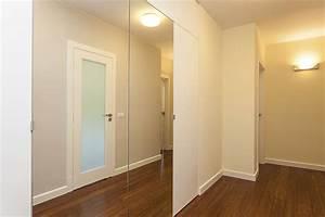 poser un miroir sur une porte de placard pratiquefr With miroir a coller sur porte coulissante