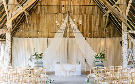 Barn Wedding Ceremony : Wedding Venues In Hampshire, South East
