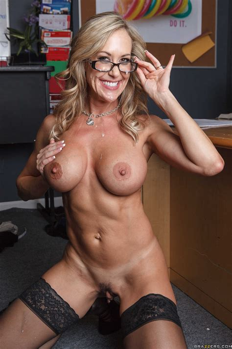 Dean Shows Her Tits To Her Colleague Photos Brandi Love
