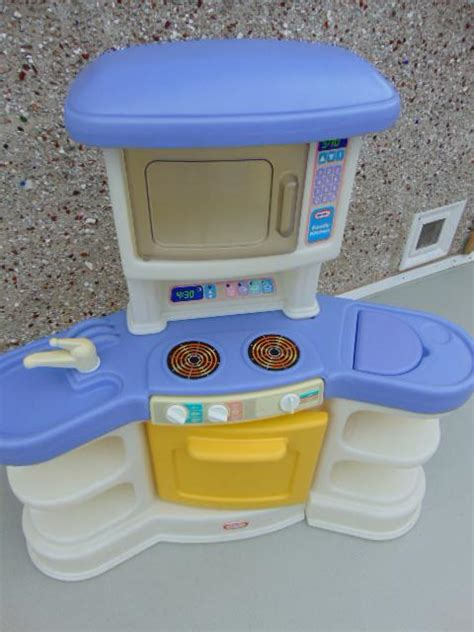 little tikes kitchen sink and burner little tikes play kitchen stove microwave sink age 2 6