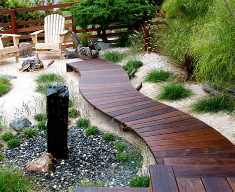 Garten Und Terrassen Ideen by Awesome Wood Walkway Really Raised Up Would Be Cool