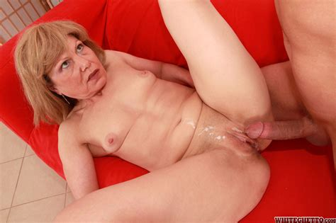 Mature Whore In Heels Gets Her Hairless Pussy Fucked And