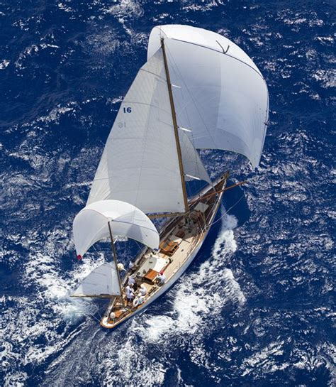 Yacht Sailing Boat Difference by Best 25 Sailing Yachts Ideas On Sailing Boat