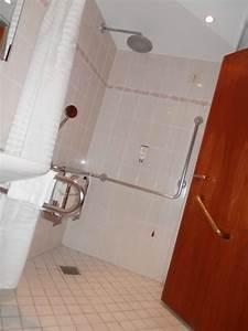 Dusche Mit Sitz : bild rollstuhlgerechte dusche mit sitz zu best western plus hotel b ttcherhof in hamburg ~ Sanjose-hotels-ca.com Haus und Dekorationen