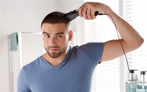 se couper les cheveux tout seul homme tondeuse coupes de