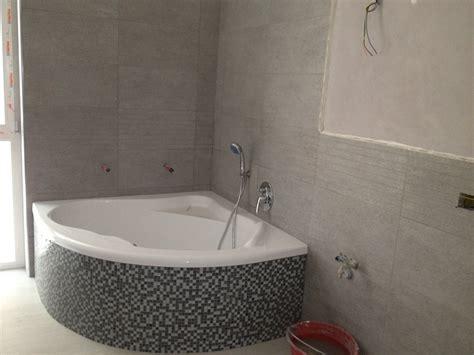 bagno con vasca ad angolo ristruttursazioni varie idee ristrutturazione casa