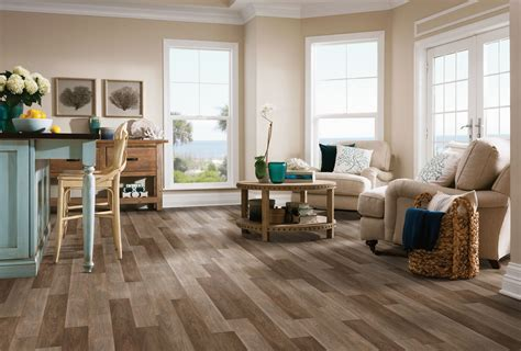 What's the difference between linoleum and vinyl flooring?