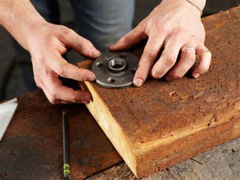 31 Rustic Diy Home Decor Projects: Industrial Rustic Bookshelf