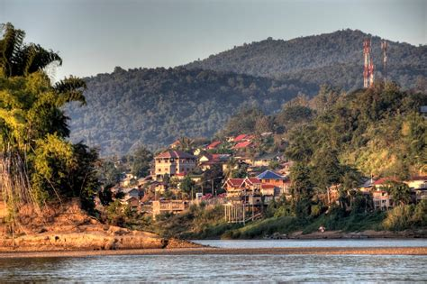 change   border crossing  chiang khong