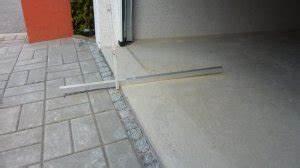 Entwässerungsrinne Beton Befahrbar : pflastern vor beton fertiggarage ~ Buech-reservation.com Haus und Dekorationen