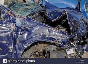 Import Auto Lyon : crashed damaged stock photos crashed damaged stock images alamy ~ Gottalentnigeria.com Avis de Voitures