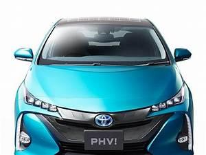 Toyota Prius Versions : toyota prius des cellules photovolta ques optionnelles pour le toit de la version rechargeable ~ Medecine-chirurgie-esthetiques.com Avis de Voitures