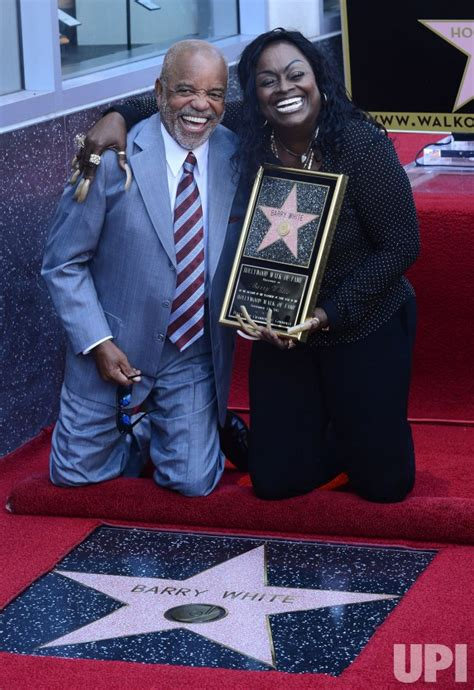 barry walk fame hollywood star receives posthumous wife glodean gordy singer angeles los berry upi she
