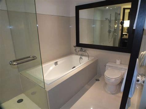 Kleines Badezimmer Mit Dusche Und Badewanne by Kleines Bad Dusche Und Badewanne