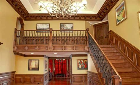 14 Traditional Style Home Decor Ideas That Are Still Cool: 20 Attractive Wooden Staircase Design