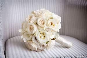 white roses wedding bouquet   iPunya