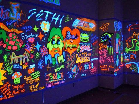 Diy Stoner Room Decor by Black Light Paint Designs Grasscity Forums