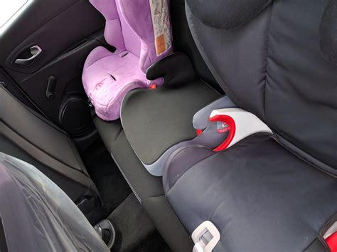 siege auto comment l installer comment mettre trois siege auto dans une voiture