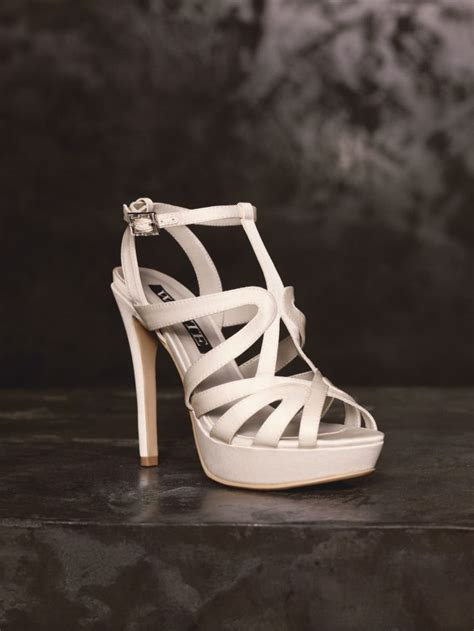 feast  eyes   brand  bridal stunners  white