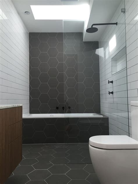 White And Black Tiles For Bathroom by Best 25 Hexagon Tile Bathroom Ideas On
