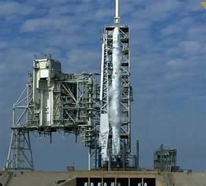 Last-Second Countdown Abort for Inaugural Falcon 9 Launch ...
