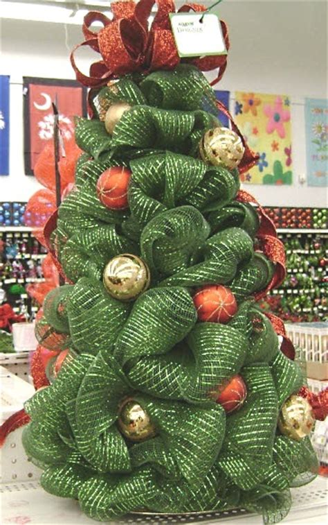 moore deco mesh tree with ornaments decomesh christmas