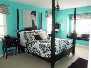 Teal Bedroom Ideas 15 Must See Teal Bedrooms Pins Teal Bedroom Walls Teal Bedroom Decor And Bedroom Colors