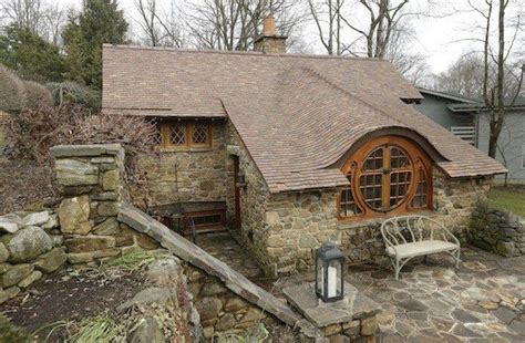 10 unique houses in the hobbit style architecture design