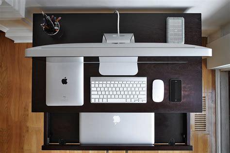 mac bureau apple heaven pretty picture of a mac desk obama pacman