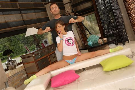 Tina Hot Gets Double Penetrated On A Pink Couch Evil