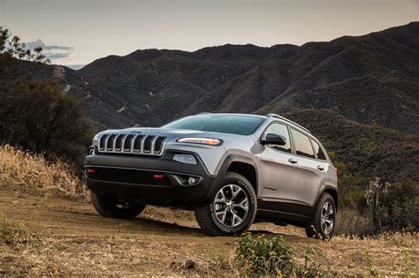 2018 Jeep Cherokee Trailhawk Front Drivers Offroad Low Photo 4